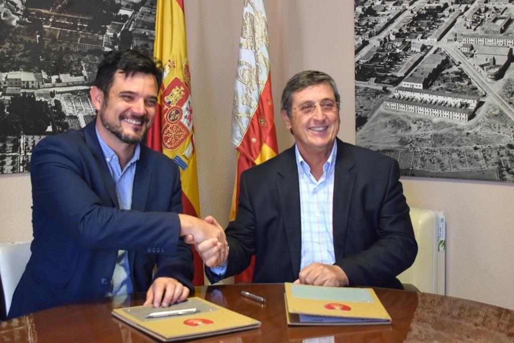 110419-Firma UMH y Ayuntamiento de Sant Joan d'Alacant